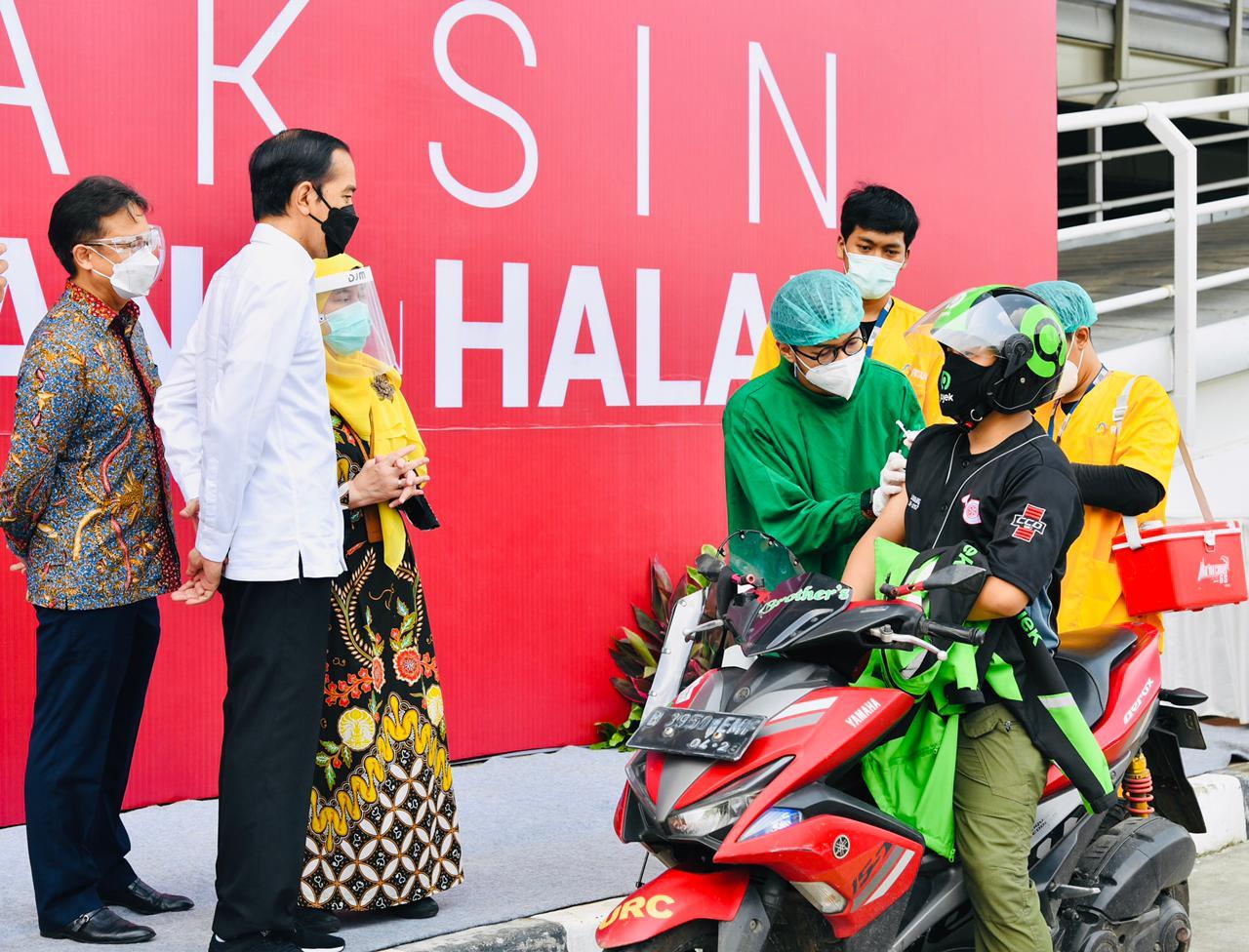 Presiden Jokowi tinjau vaksinasi di RSUI